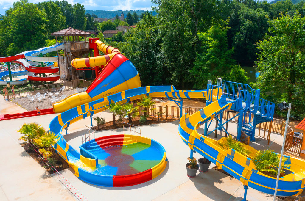 Camping holidays on domaine duravel family holidays next for Camping dordogne avec piscine et toboggan