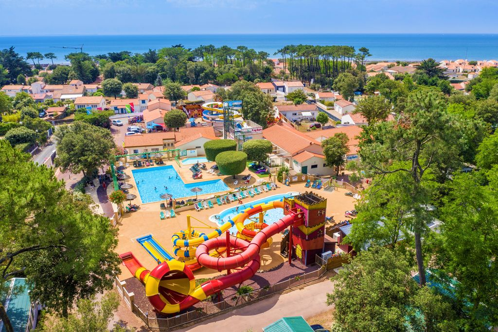 Camping holidays on campsite les ecureuils for a family for Camping normandie piscine couverte bord mer