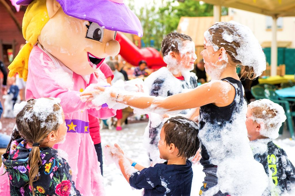 Camping holidays on campsite le merle roux in the ard che for Braine le comte piscine