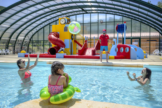 Camping holidays on campsite le merle roux in the ard che for Camping montelimar piscine