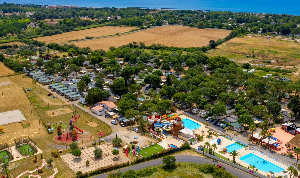 Image gallery languedoc roussillon campsite for Club piscine soleil chicoutimi